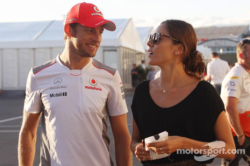 Jenson Button, McLaren met vriendin Jessica Michibata