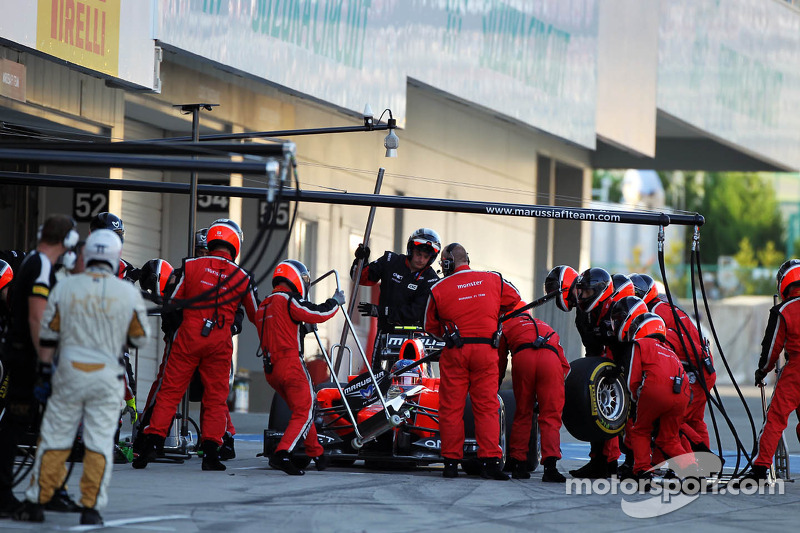 Charles Pic, Marussia F1 Team makes a pit stop