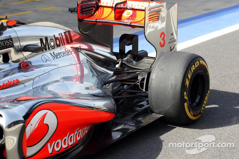 Jenson Button, McLaren uitlaat en ophanging