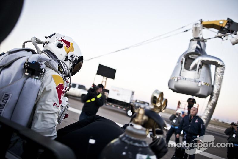 Felix Baumgartner sprong van 128,000 voet