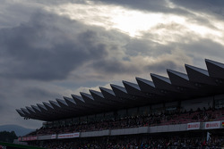 Rain clouds bluffing race engineers