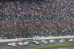 Start: Kasey Kahne leads