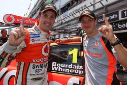 Los ganadores de la pole, Jamie Whincup y Sébastien Bourdais, Team Vodafone