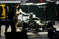 Caterham CT01 in garage (nacht)
