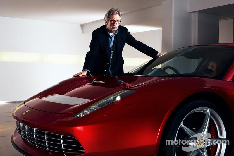 Eric Clapton met de Ferrari SP12 EC