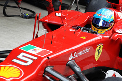 Fernando Alonso, Ferrari with the flag of Italian navy in support for two Italian sailors charged with killing Indian fishermen