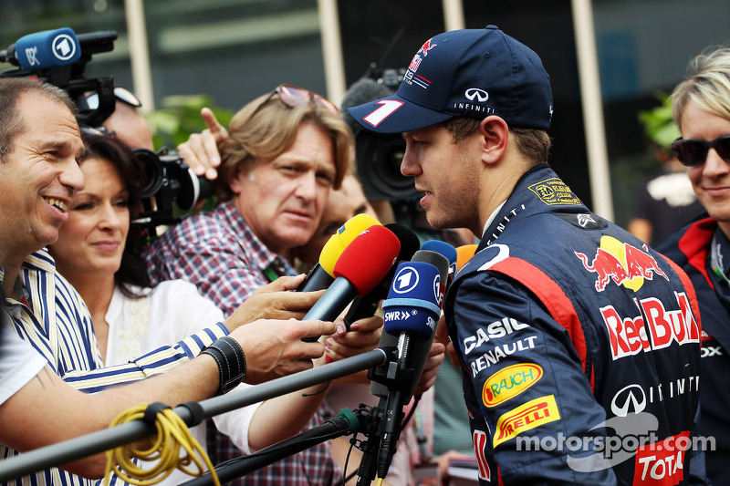 Sebastian Vettel, Red Bull Racing met de media