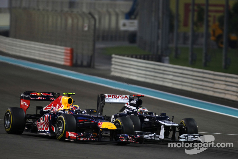 Mark Webber, Red Bull Racing y Pastor Maldonado, Williams F1 Team chocan
