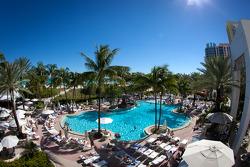 Miami Beach sfeerbeeld: zwembad aan het Loews Hotel