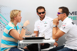 Michael Schumacher, Mercedes AMG F1 con su manager Sabine Kehm