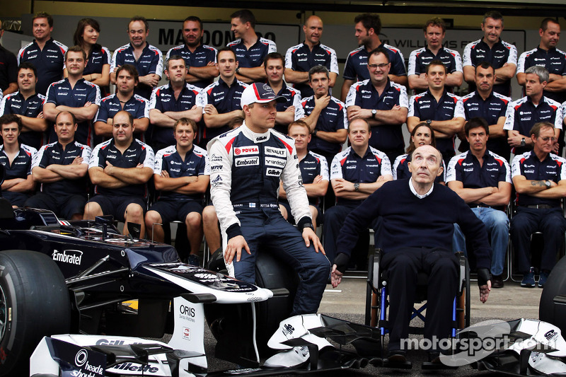 Valtteri Bottas, Williams Third Driver and Frank Williams, Williams Team Owner in a team photograph