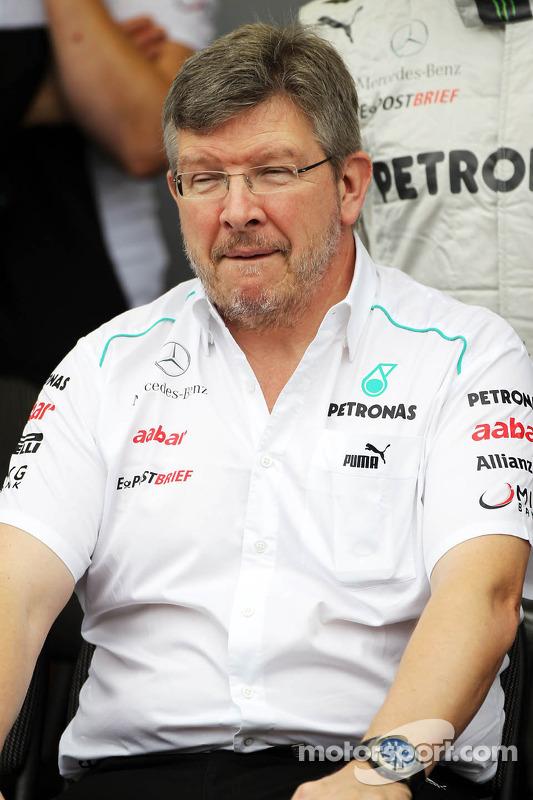 Ross Brawn, Mercedes AMG F1 Team Principal at a team photograph