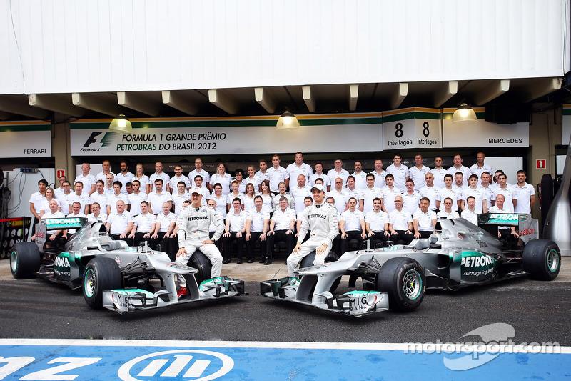 Michael Schumacher, Mercedes AMG F1, e Nico Rosberg, Mercedes AMG F1