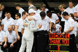 Michael Schumacher, Mercedes AMG F1 and Ross Brawn, Mercedes AMG F1 Team Principal at a team photograph