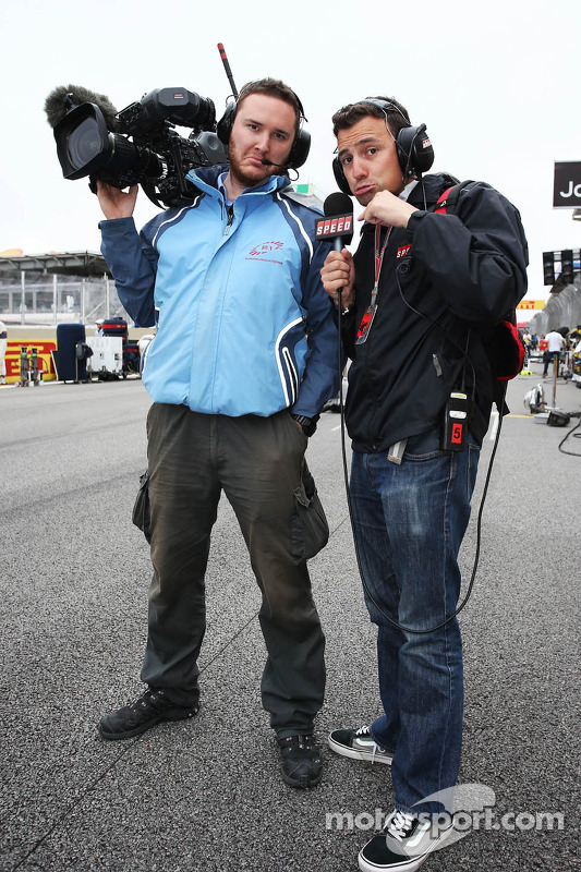Will Buxton, Speed TV Presenter for the final time with Alex Chiari, FOM Cameraman, on the grid