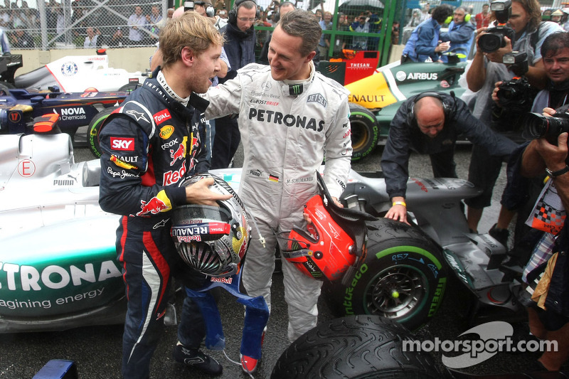 Sebastian Vettel, Red Bull Racing, und Michael Schumacher, Mercedes GP