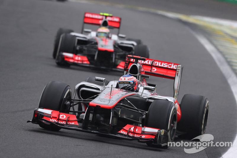 Mas, devido à inconsistência dos pilotos e erros no box, o time não conseguiu fazer frente a Vettel e Alonso, que disputaram aquele título. Mesmo assim, a McLaren venceu sete provas, assim como a campeã de construtores, a Red Bull.