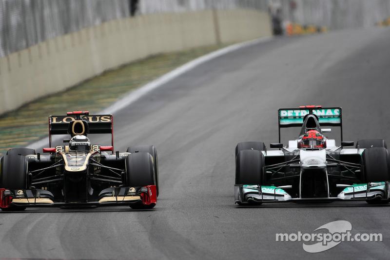 Kimi Raikkonen, Lotus F1 Team en Michael Schumacher, Mercedes GP