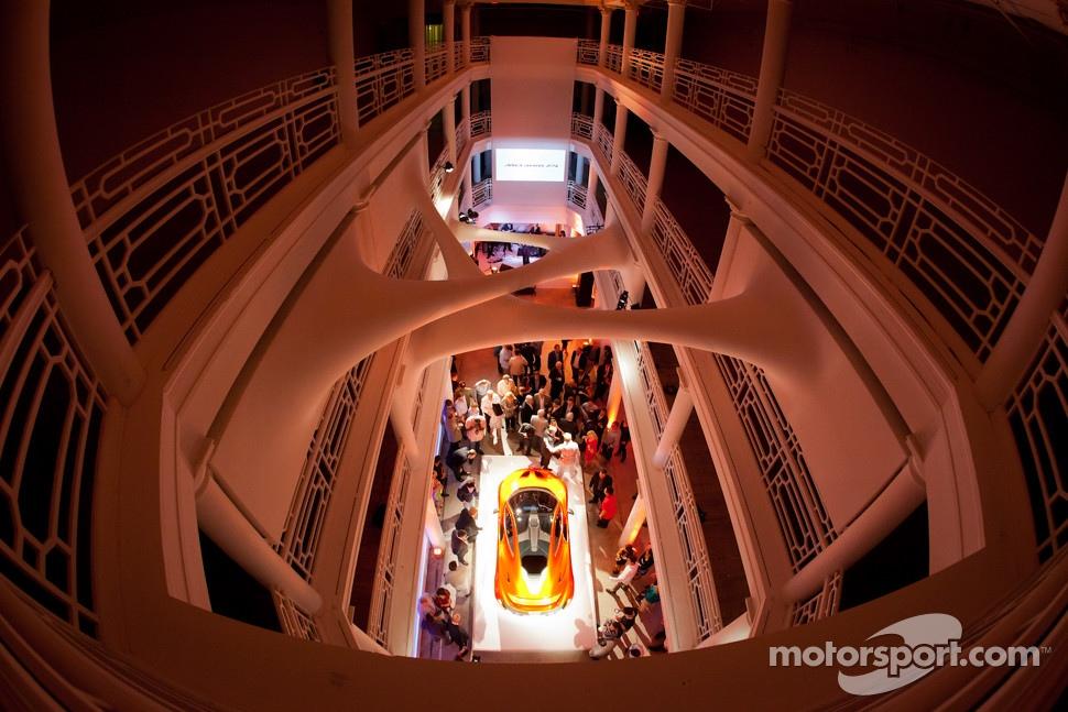 McLaren P1 presentation ambiance