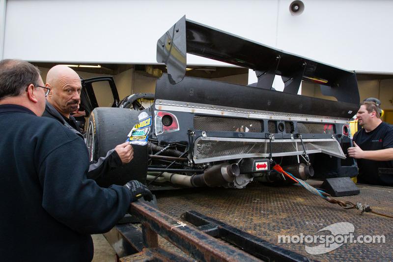 #8 Starworks Motorsport Ford Riley back in de pits met schade