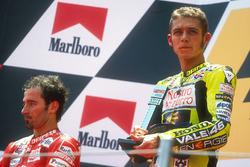 Podyum: Yarış galibi Valentino Rossi, 2. Max Biaggi