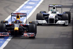 Mark Webber, Red Bull Racing RB5 Renault Sport F1 Team, Nick Heidfeld, BMW Sauber F1.09