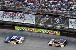 Daniel Suárez, Joe Gibbs Racing Toyota, Ryan Newman, Richard Childress Racing Chevrolet