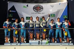 LMP2 podio: ganadores Andre Negrao, Gustavo Menezes, Nicolas Lapierre, Signatech Alpine, segundo Mathias Beche, David Heinemeier Hansson, Nelson Piquet Jr., Vaillante Rebellion Racing, tercero  Julien Canal, Bruno Senna, Nicolas Prost, Vaillante Rebellion
