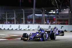 Pascal Wehrlein, Sauber C36-Ferrari y Marcus Ericsson, Sauber C36