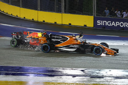 Fernando Alonso, McLaren MCL32, is hit by an out of control Max Verstappen, Red Bull Racing RB13, at the start