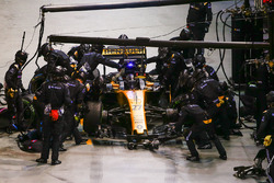 Nico Hulkenberg, Renault Sport F1 Team RS17, in the pits