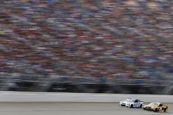 Chris Buescher, JTG Daugherty Racing Chevrolet, Matt Kenseth, Joe Gibbs Racing Toyota