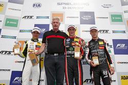 Победитель гонки Джоэль Эрикссон, Motopark Dallara F317 - Volkswagen, обладатель второго места Ландо Норрис, Carlin Dallara F317 - Volkswagen, и финишровавший третьим Никита Мазепин, Hitech Grand Prix, Dallara F317 - Mercedes-Benz