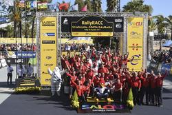 Переможці Кріс Мік, Пол Нейгл, Citroën C3 WRC, Citroën World Rally Team разом із командою