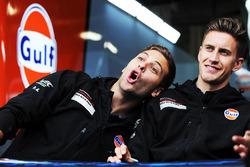 Экипаж №86 команды Gulf Racing, Porsche 911 RSR: Бен Баркер, Ник Фостер