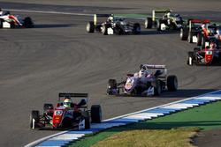 Старт гонки: лидирует Каллум Илотт, Prema Powerteam, Dallara F317 – Mercedes-Benz