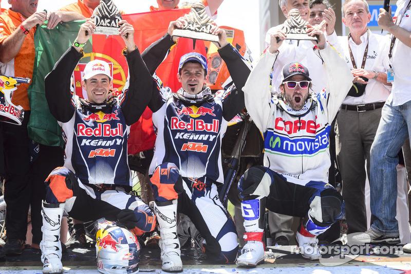 Cyril Despres, winnaar bij de motoren en de 2e plaats voor Ruben Faria en P3 voor Francisco Lopez