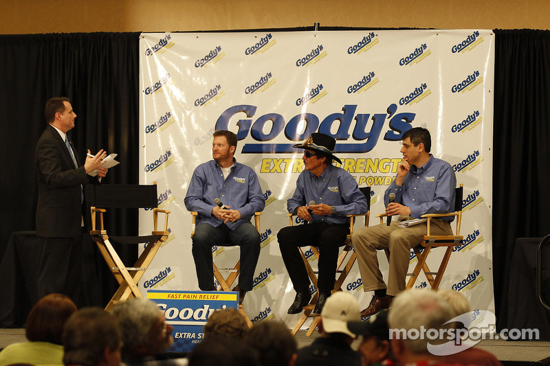 Dale Earnhardt Jr., Hendrick Motorsports Chevrolet en Richard Petty