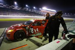 #78 Racers Edge Motorsports Mazda RX-8: Rudy Camarillo, Martin Fuentes, Carlos Peralta, Ricardo Perez De Lara nos boxes, com problemas mecânicos
