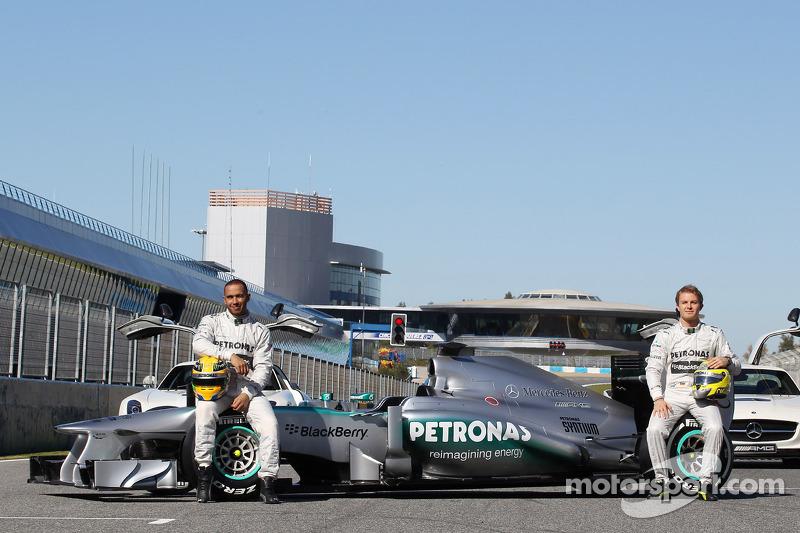 Льюіс Хемілтон і Ніко Росберг із новим Mercedes AMG F1 W04