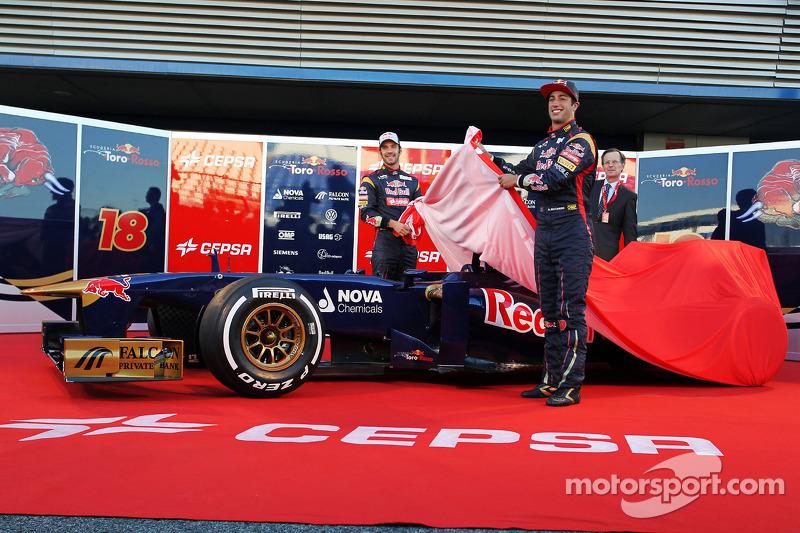 Daniel Ricciardo, Scuderia Toro Rosso en teamgenoot Jean-Eric Vergne, Scuderia Toro Rosso onthullen de nieuwe Scuderia Toro Rosso STR8