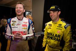 Dale Earnhardt Jr, Hendrick Motorsports Chevrolet and Matt Kenseth, Joe Gibbs Racing Toyota