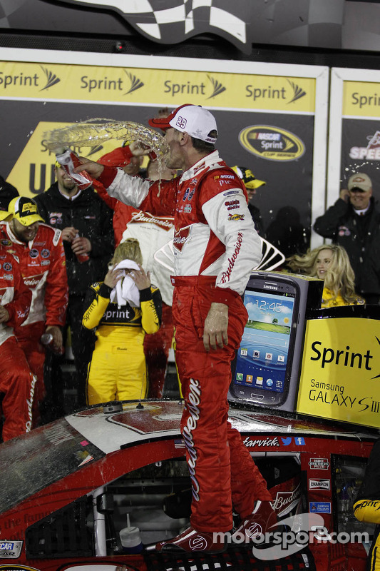 Pós-corrida: Kevin Harvick, Richard Childress Racing Chevrolet, comemora