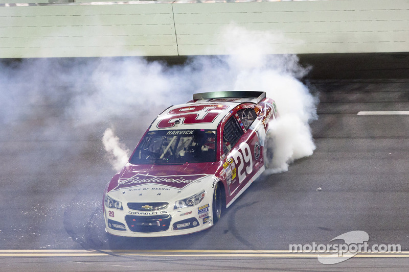 Kevin Harvick, Richard Childress Racing Chevrolet celebrates the win