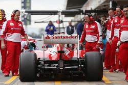 Fernando Alonso, Scuderia Ferrari F138 in the pits