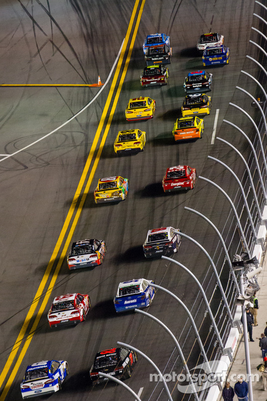 Largada:Kasey Kahne, Hendrick Motorsports Chevrolet e Greg Biffle, Roush Fenway Racing Ford lidera o