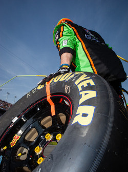 Stewart-Haas Racing Chevrolet membro pronto para o pit stop