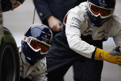 Williams mechanics practice pit stops