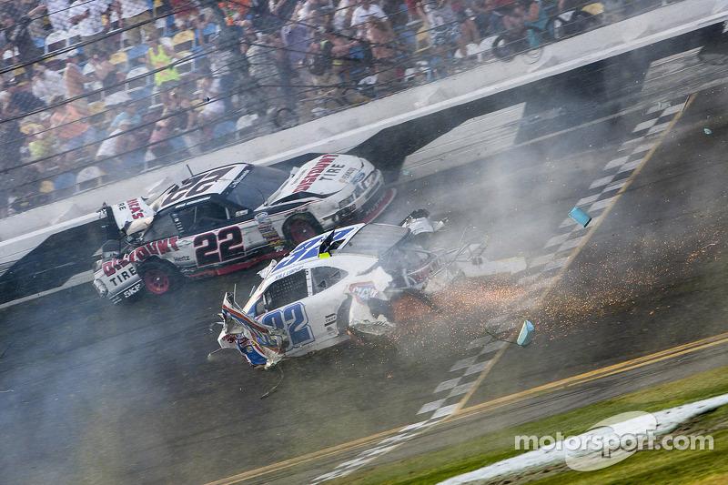 Last lap crash: Brad Keselowski and Kyle Larson crash