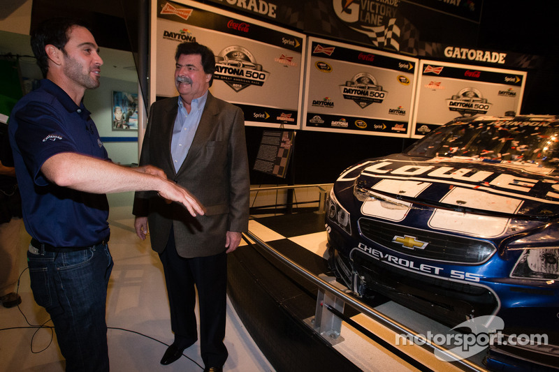 2013 Daytona 500 winner Jimmie Johnson, Hendrick Motorsports Chevrolet, with NASCAR President Mike Helton